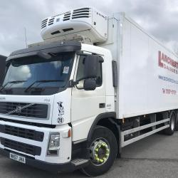 VOLVO FM 300 6 X2 FRIDGE BOX TRUCK WITH TAIL LIFT 10 tyre manual gearbox air condition
